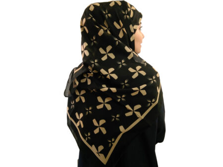 روسری حریر کرپ گل گلی مشکی 484