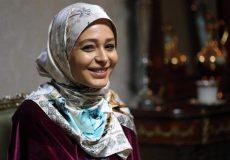 سانیا سالاری با طلق روسری در سریال دلدادگان