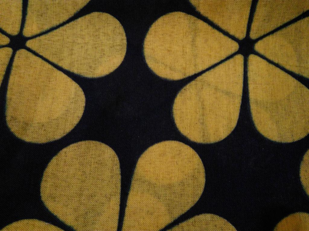 روسری طرح گل سرمه ای زرد 869   خرید شال طرح گل   شال سرمه ای زرد   خرید اینترنتی شال